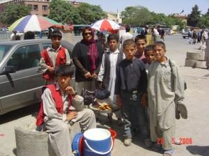 2011 Afghanische Jugendliche in Barikaw / Aliceghan