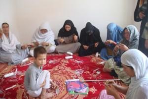 Häkelkurs im Frauenbildungszentrum Barikaw Aliceghan