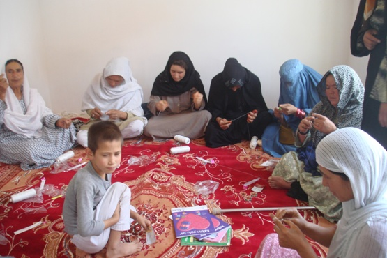 2011 Häkelkurs im Frauenbildungszentrum Barikaw Aliceghan