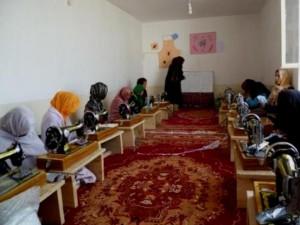 2011 Frauen im Nähkurs