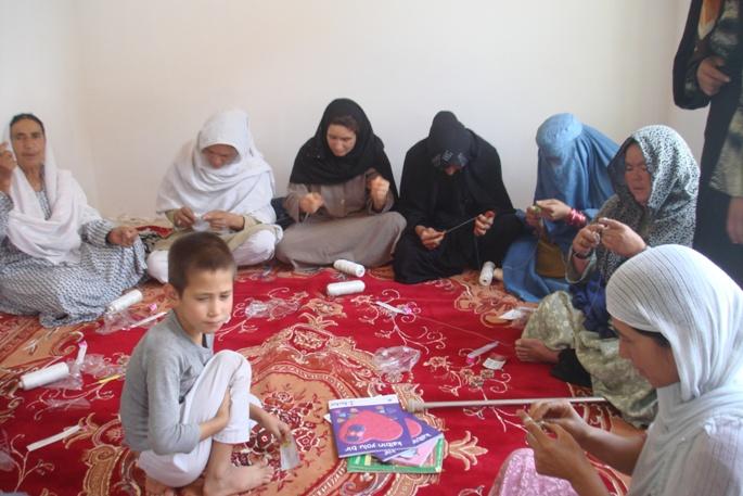 Häkelkurs im neu eröffneten Frauenbildungszentrum