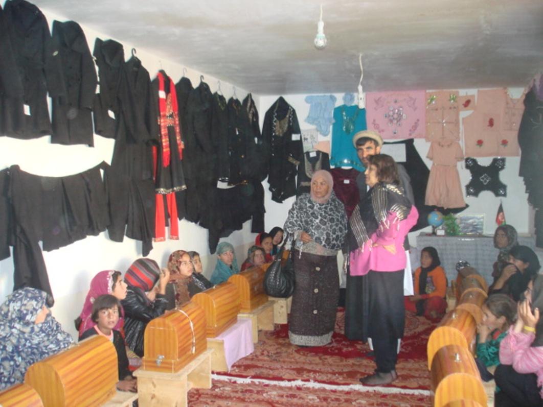 Die Schneiderinnen und ihre selbst geschneiderten Kleider
