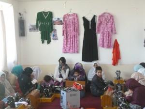 2012-2013 Winterhilfe, Aliceghan Barikab, Besuch eines Schneiderkurses