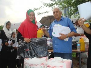 2013 Kinderheim Charikar: Verteilung von Schuluniformen, Schulsachen und Nahrungsmitteln