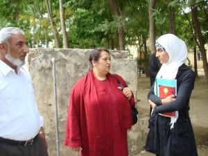 2013 Kinderheim Charikar: Gespräch mit Schuldirektor und Schulsprecherin