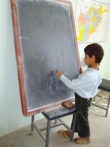 2007 Ein Schüler an der Tafel