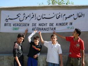 2007 Emigrantenkinder aus der Schweiz besuchen das Kinderhaus in Charikar