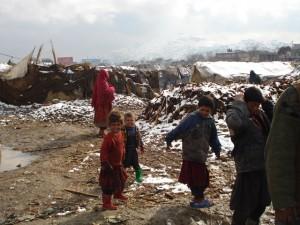 2007 Winter in Afghanistan, die Menschen leben trotzdem im Zeltlager