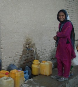 2011 Barikab, Wasser gibt es jetzt an der neuen Zapfstelle